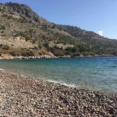 Η παραλία Ελίντα βρίσκεται στην Δυτική Χίο πολύ κοντά στο χωρίο Αυγώνυμα.