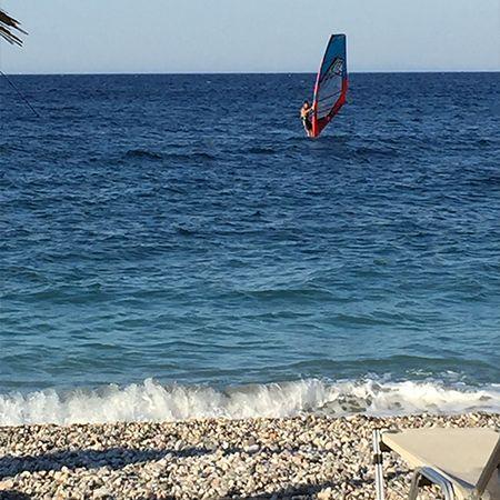 Η κοσμοπολιτικη παραλία του Γιόσωνα στην Βορειοανατολική Χίο