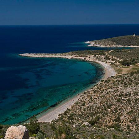 Η παραλία Τηγάνι βρίσκεται στην Δυτική Χίο πολύ κοντά στο χωρίο Λιθί