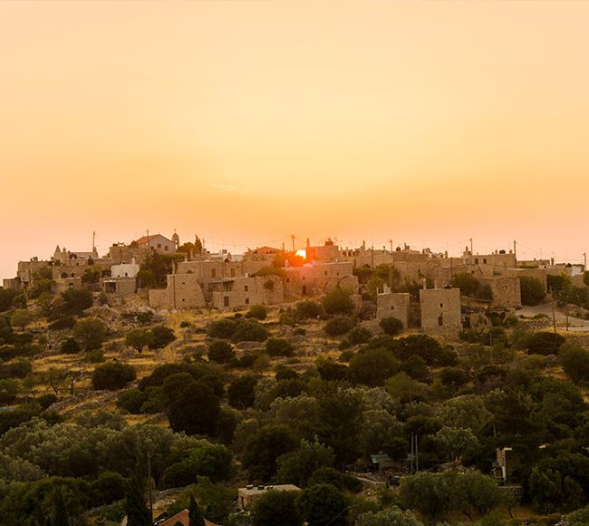 Το χωριό Αυγώνυμα στην Δυτική Χίο προσφέρει ένα από τα πιο εντυπωσιακά ηλιοβασιλέματα
