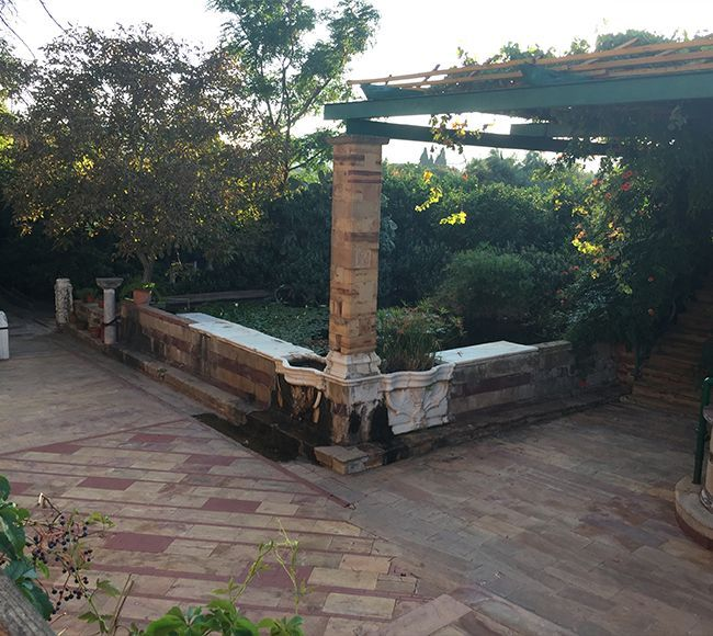 Ο περίφημος Κάμπος στην κεντρική Χίο διατηρεί αναλλοίωτα εντυπωσιακά αρχοντικά