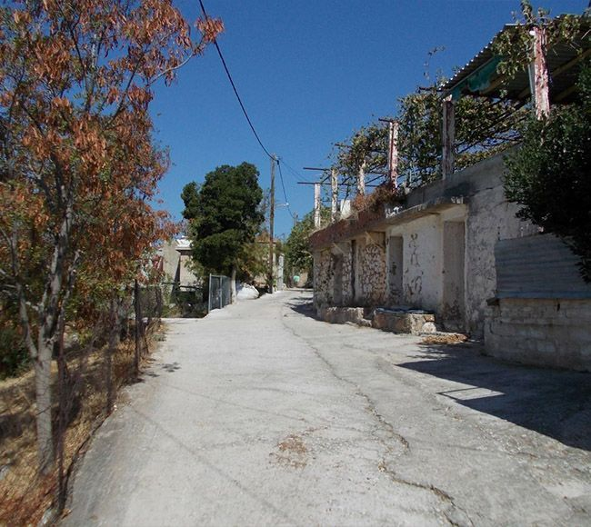Οι Κηπουρίες είναι χωρίο της Βόρειας Χίου, γνωστό για την υπέροχη πέτρινη πλατεία του.