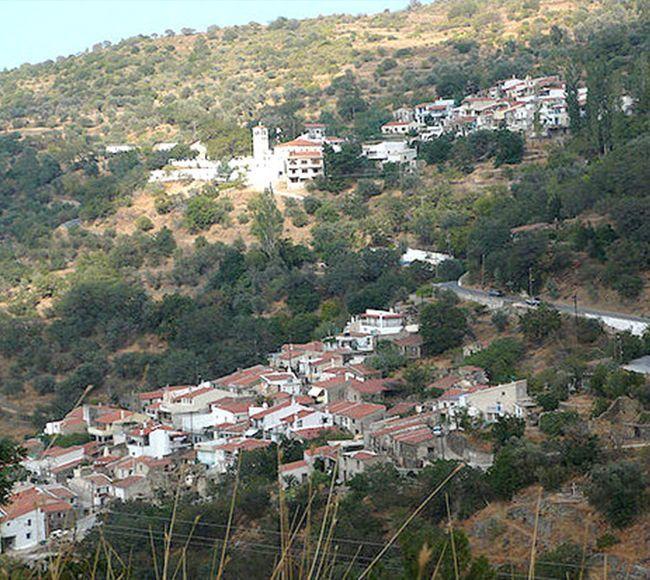 Το χωριο Κουρουνια στην Βόρεια Χίο φημισμένο για το Κουρουνιωτικο κρασι