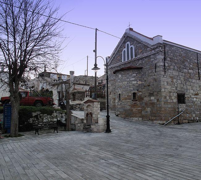 Μικρή πλατεία στο χωριό Μέσα Διδύμα στην Νότια Χίο