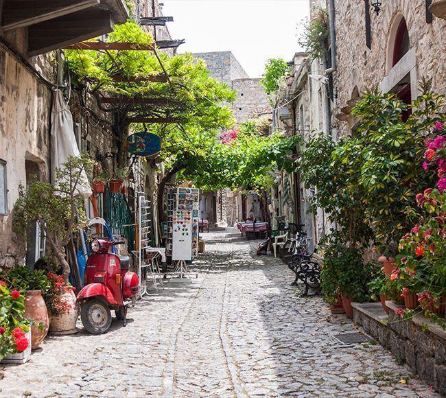 Τα Μεστά είναι το καλοδιατηρημένο μεσαιωνικό χωριό στην Νότια Χίο